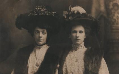 Vanden Bussche Valentine (rechts) Bal Rachel (links) in VS verstuurd aan Alf Huyghe door Blanche